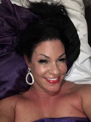 Catina happy ending massage in El Paso de Robles