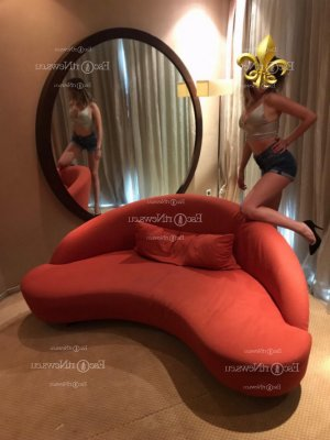 Giovanna tantra massage in Universal City
